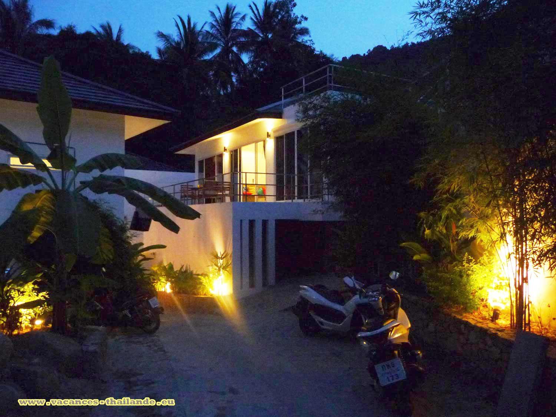 Les cocotier devant la maison de villa vacances tha lande com pour vos envies de location pour - Piscine maison nuit limoges ...